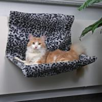 Фотография товара Гамак для кошек Trixie Radiator Bed, 1.3 кг, размер 58х30х38см., снежный барс